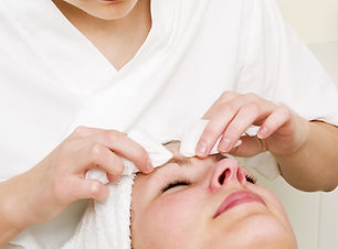 Deep cleansing facial extraction at a be
