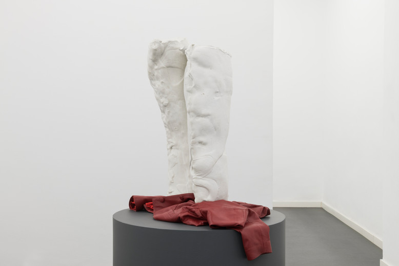 Weight transfer, White concrete and red leather jacket, 2019 (Photo credit: Roberto Ruiz)