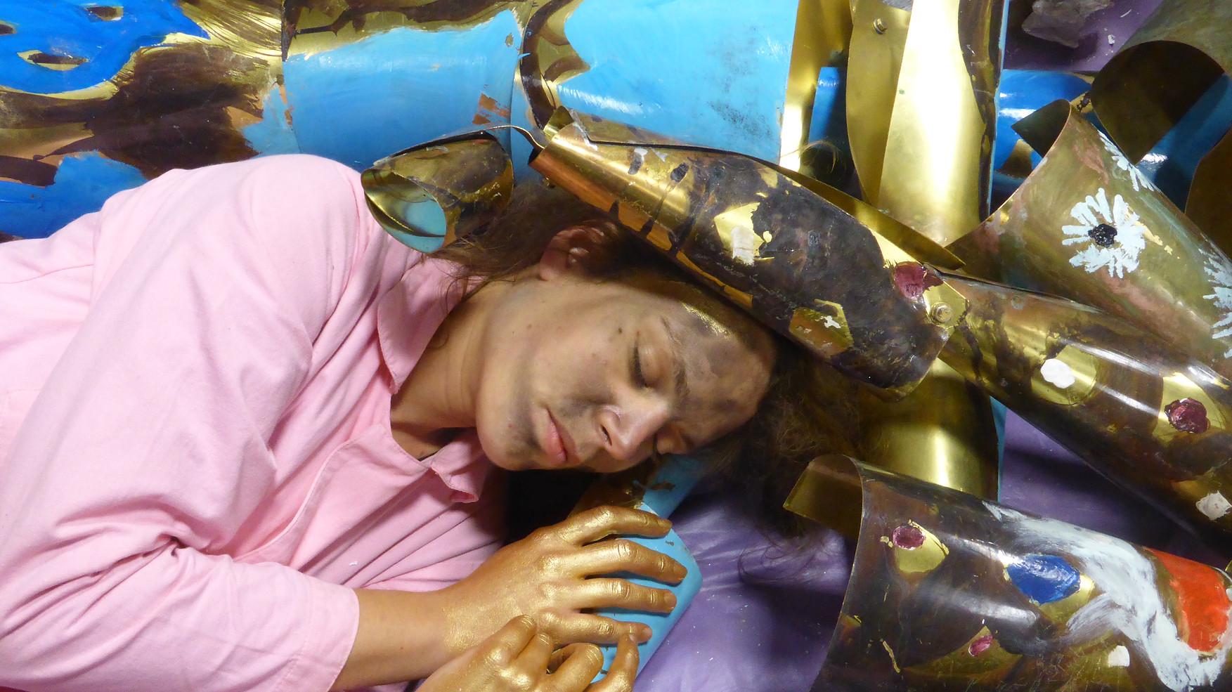 Caroline Mesquita, still from the video