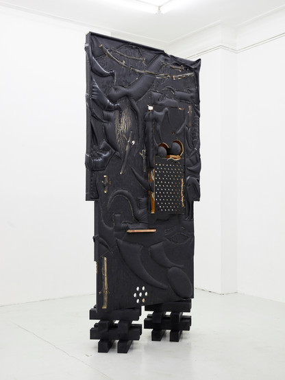 Watch, 2020, pleather, plywood, chipboard, branches, medicine balls, staples. Courtesy: Jan Kaps, Cologne