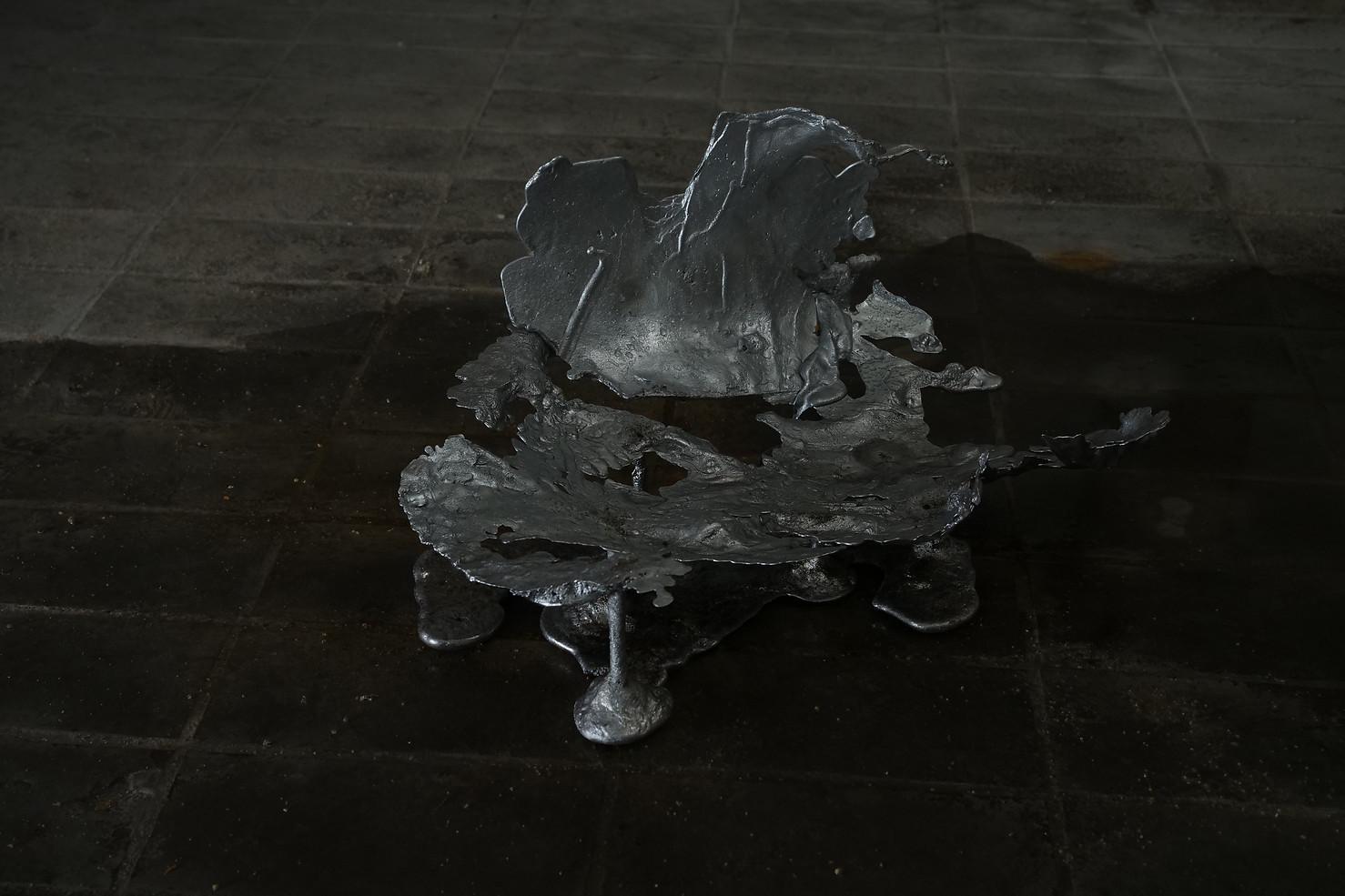 Costado-bandeja, Scrap aluminium and water from a ceiling leak, 2020