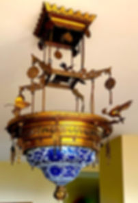 Chinoisserie Gilded Bronze and Chinese Export Blue and White Porcelain Chandelier