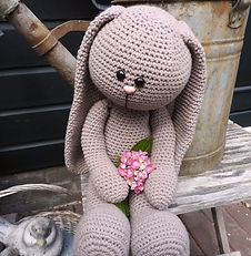 funny bunny basic zittend taupe.jpg