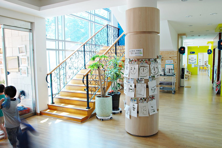정문 계단