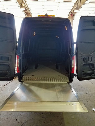 liftgate_sprinter_edited_edited.jpg