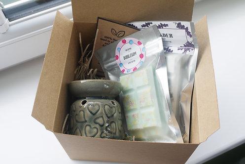 Grey -Mini Hearts Ceramic Wax / Oil Burner + 2 Melts (of your choice) Gift Set