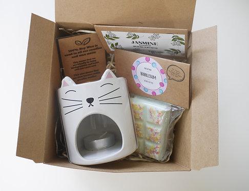 "White Cat ""Feline Fine"" Ceramic Wax Burner + 2 Melts (of your choice) - Gift Set"