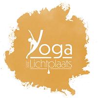 Yoga bij de lichtplaats logo witte lette