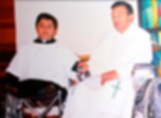 celebrando Misa con seminarista ruedas.p