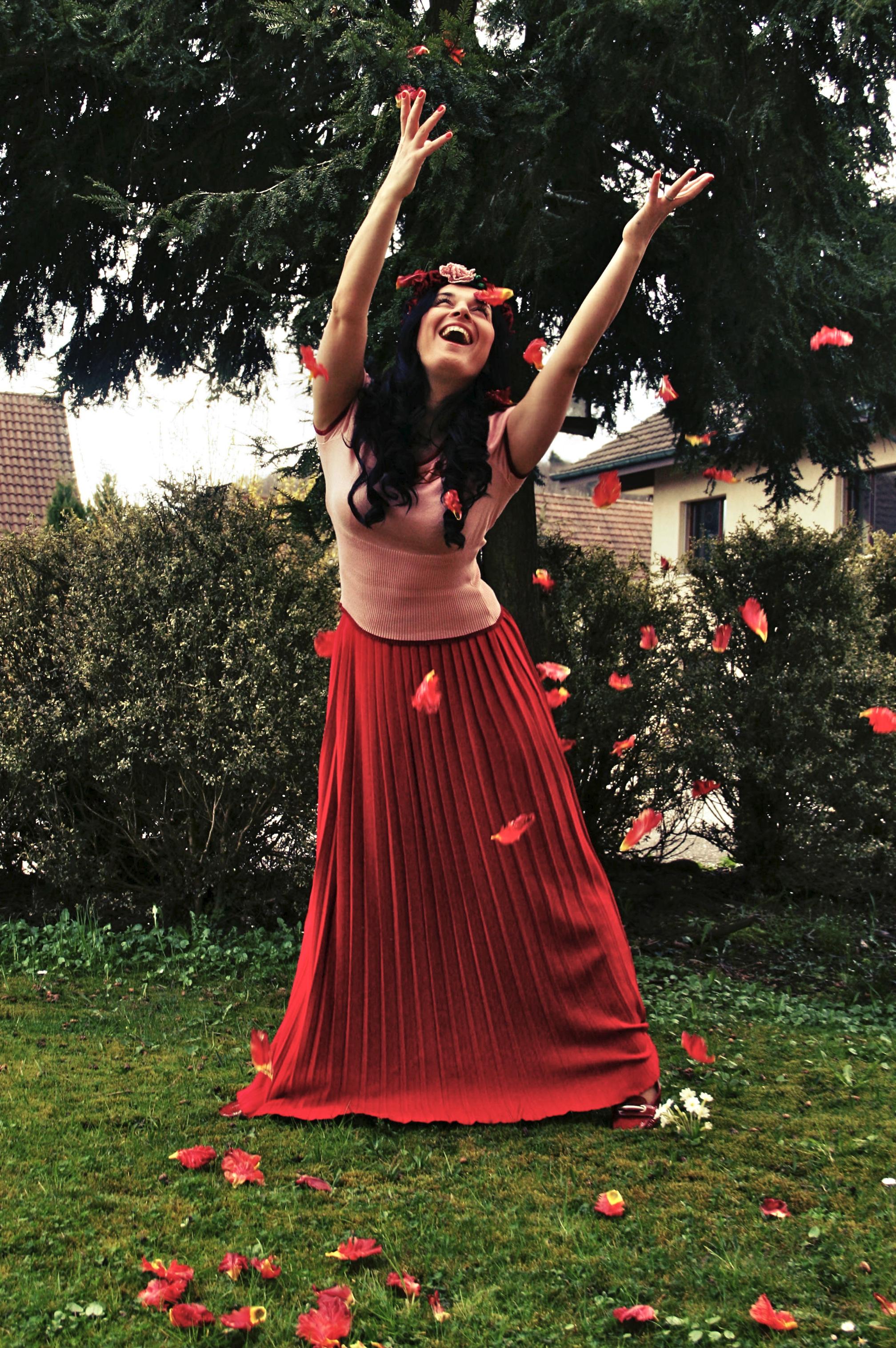 Танец в саду