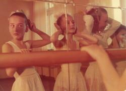 Балетная школа. Отражение в зеркале.