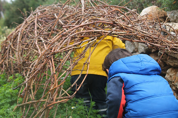 Outdoor education: learning from daily life in the vineyard and on the farm