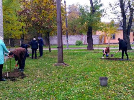 Осіння посадка дерев на території технікуму