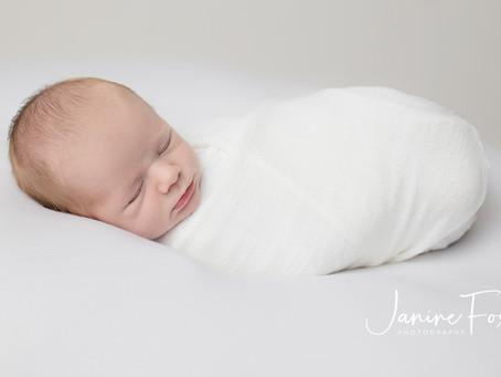 Natural newborn session with baby Ari