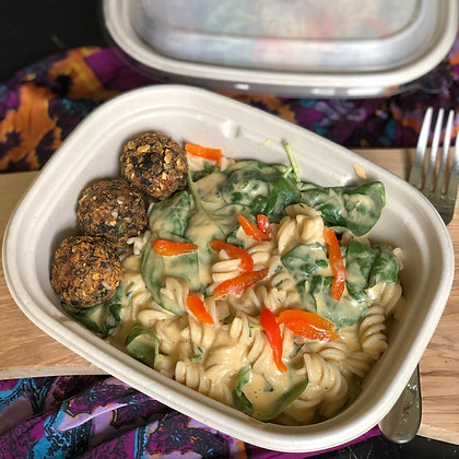 creamy red pepper & spinach pasta