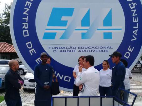 Fundação D. André Arcoverde entrega primeira bicicleta de carga a catadores de recicláveis