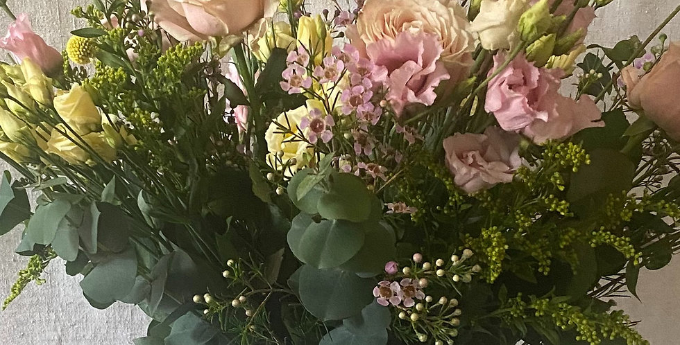 Mother's Day Extra Large Rose Bouquet & Jug - No'9