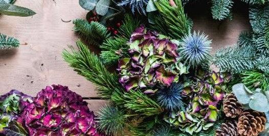 Deluxe Fresh Christmas Wreath