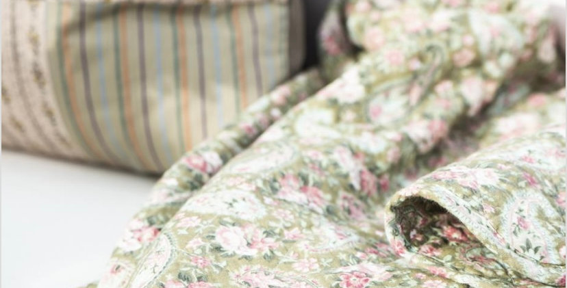 Quilt - Green Faded Rose & Paisley