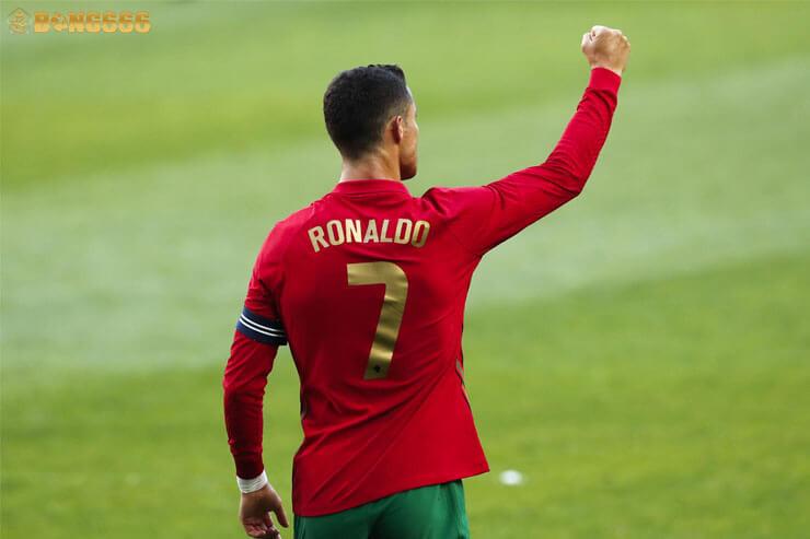 9 cú Hack trick của Ronaldo