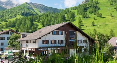 Hotel & Falknerei Galina Sommer