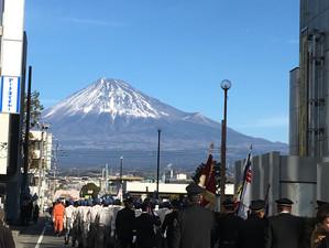 出初め式と富士山