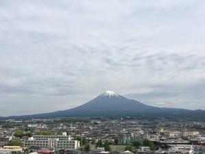 富士山 雲とともに