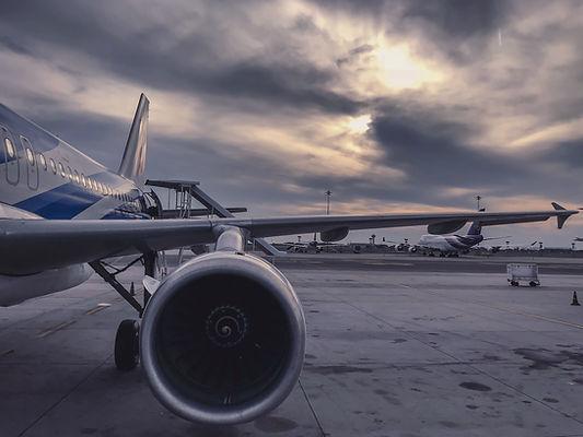 aeroplane-air-aircraft-912050.jpg