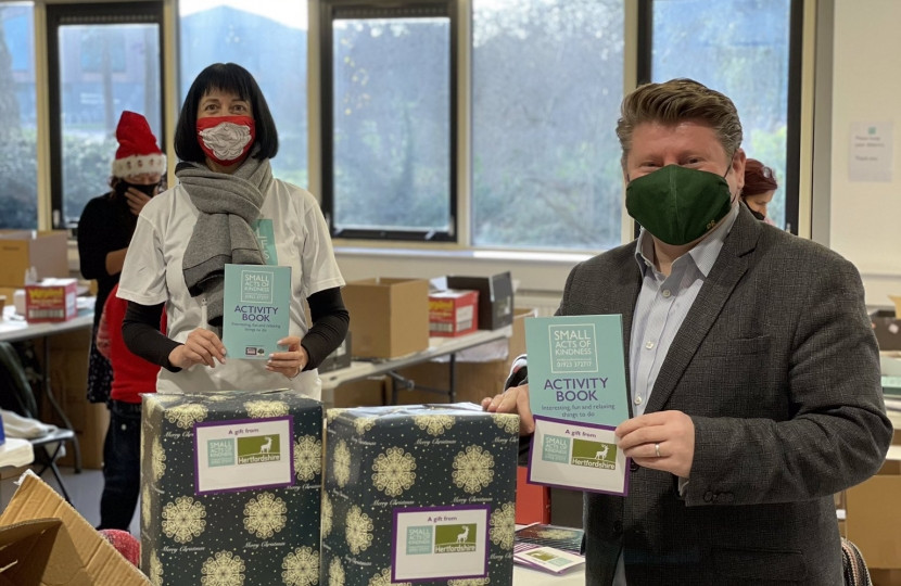 Dean Russell MP Watford joins Christmas Kindness project