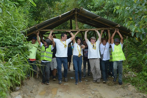 Dean Russell MP carrying a roof in the Philippines jungle as part of a charity mission