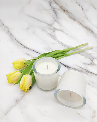 Pure rapeseed candle white with tulips.j