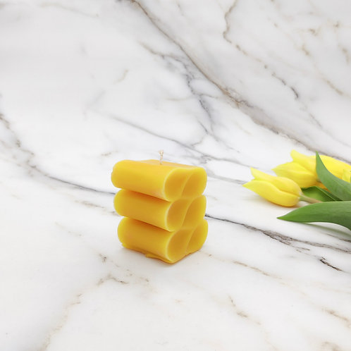 Beeswax abstract wave design candle