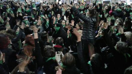 Fiesta, lucha y alegría por el Aborto en Argentina, entrevista a DS y La Caldera