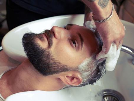 Os benefícios da massagem no couro cabeludo.