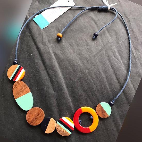 Multi-coloured disk, adjustable necklace