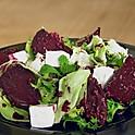 Салат из печеной свеклы со сливочным сыром под соусом 200 г