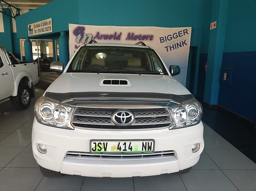Toyota Fortuner 3.0 D-4D A/T R/B 2011