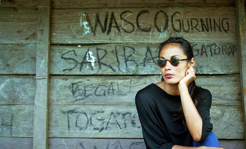 Marion Bloem met zonnebril