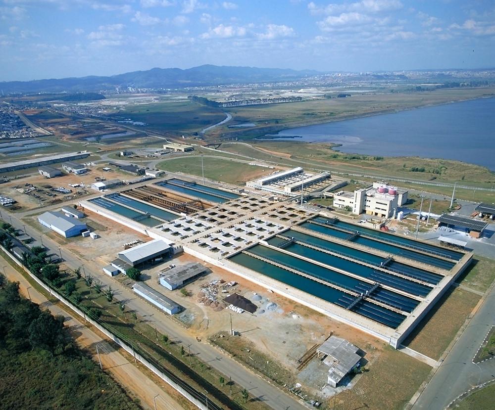 Vista da Estação de Tratamento de Água Taiaçupeba, localizada em Suzano.