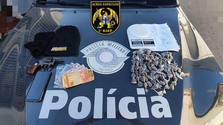 SANTA BRANCA: 3º BAEP prende homem com arma e drogas
