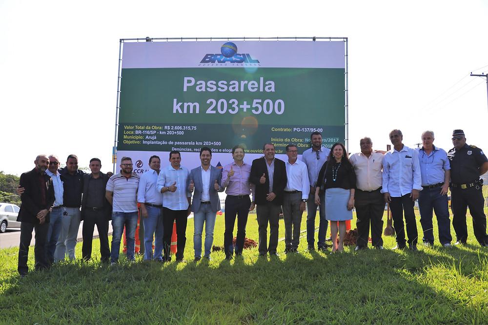 Os deputados federal Marcio Alvino e estadual André do Prado participaram da instalação da placa que sinaliza o começo das obras