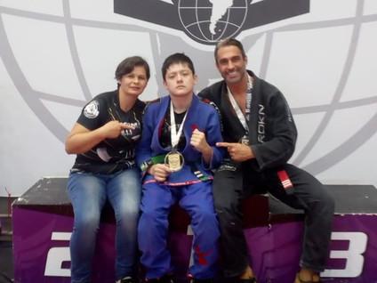 JIU JISTSU: Matheus conquista medalha de ouro em Itapecerica da Serra