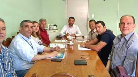Prefeito Vanderlon participa de reunião com representantes do SEBRAE