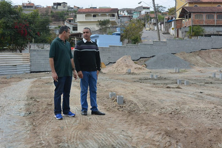 Vice-prefeito visita obras da Creche Escola