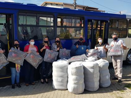 ATT entrega cobertores aos Fundos Sociais de Biritiba Mirim e Salesópolis