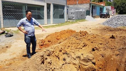 BIRITIBA MIRIM: Prefeito Walter Tajiri visita obras