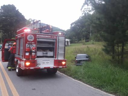 Acidente na Estrada de Santa Branca deixa dois feridos leves
