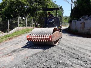PARAIBUNA: Prefeitura recupera Estradas Rurais