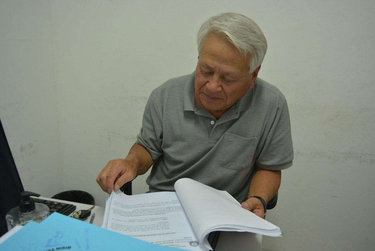 Vereador Jorge Mishima analisando o