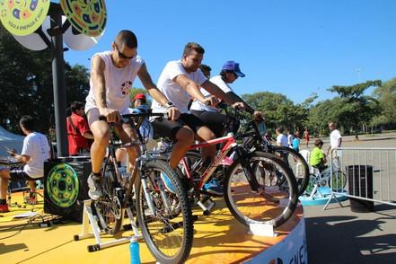 """Energizando: Aqui a energia é sua"""" promove  pedalada sustentável em escola de Salesópolis"""